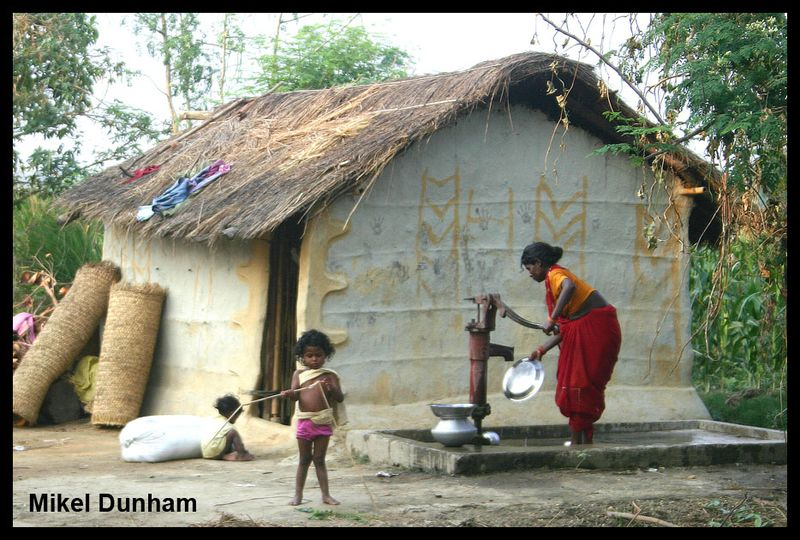 03-woman at well with child